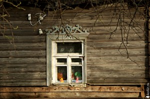 Окно с игрушками