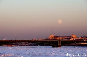 Луна над Невой