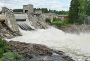 Спуск воды из водохранилища
