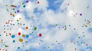 полет воздушных шариков