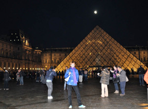 У Лувра