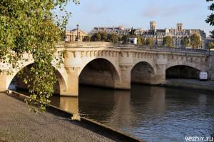 Самый старый мост Парижа