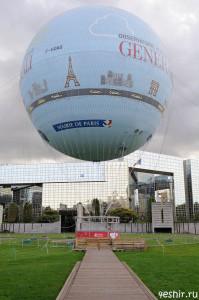 Воздушный шар в парке
