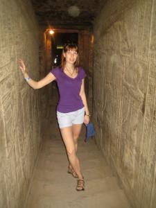 Узкие проходы в храме