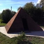 Пирамида из янтаря