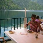 Кафе на озере Рица
