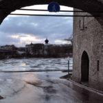 Вид на реку Великая из-за стены