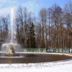 Мороз, солнце, снег и фонтаны