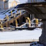 Сосульки на фонтане