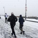 Дворцовая набережная в снегу