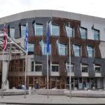 У здания парламента Шотландии