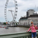 На фоне Лондонского глаза