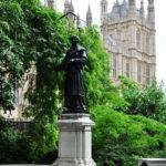 Парк у здания Парламента