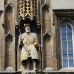Король Генрих с ножкой от стула
