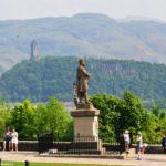 Памятники двум шотландским героям