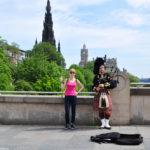 С шотландцем-волынщиком :)