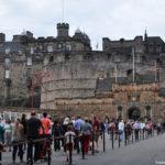 На площади перед замком