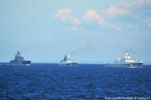 Военные корабли подходят к Кронштадту