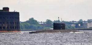 Подводная лодка на параде в Кронштадте