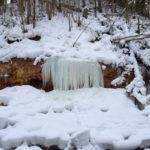 Замёрзший поток воды