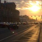 Невский проспект в лучах заходящего солнца