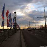 Троицкий мост с флажками к Чемпионату мира по футболу