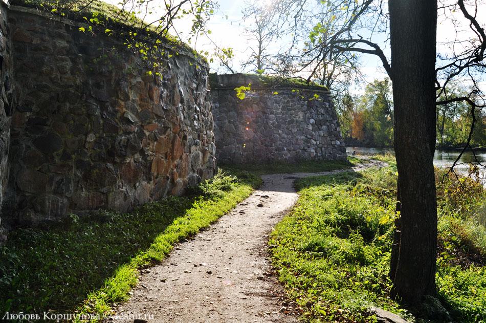 Дорога вдоль крепостных стен